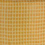gelbes-relief-mit-kleid